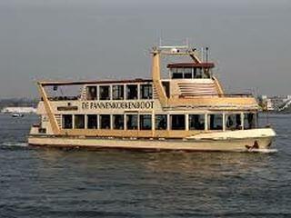 Pfannkuchenschiff Hafenfahrt