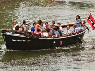 Schaluppe oder Salonboot mieten in Amsterdam für eine massgeschneiderte Grachtentour