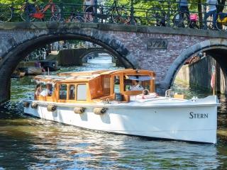 'Stern': klassisches Luxus-Salonboot